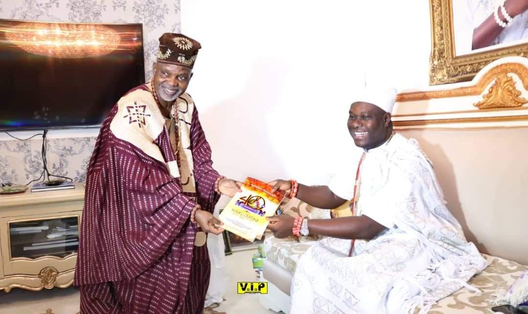 Chief Lekan Alabi presenting copies of brochures for the 40th anniversary of the passage of the doyen of Sakara music, Yusufu Olatunji, alias Baba L'Egba, to His Imperial Majesty, Ooni of Ife and Arole Oduduwa, Oba Adeyeye Enitan Ogunwusi, Ojaja 11, in the Oduduwa Palace, Ile-Ife, Osun State, Nigeria, on April 10.